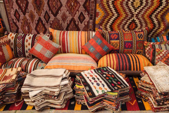 Authentieke textiel producten in Grand Bazaar in Istanbul