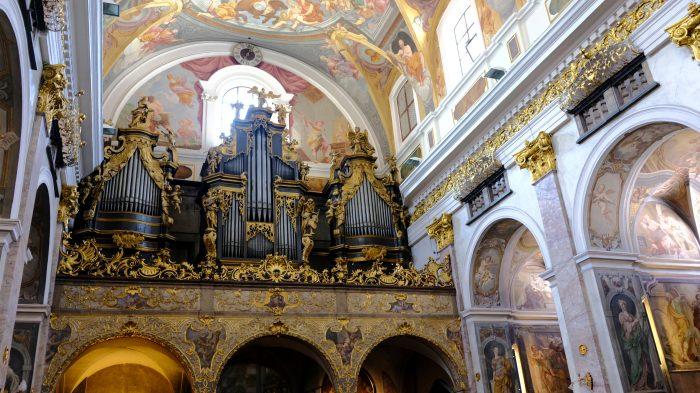 Binnenkant van de Saint Nicholas kerk in Ljubljana
