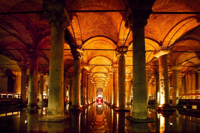 De donkere Basilica cisterne