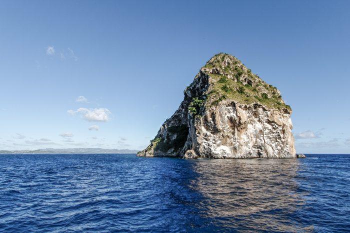 Diamond Rock in de oceaan bij Martinique