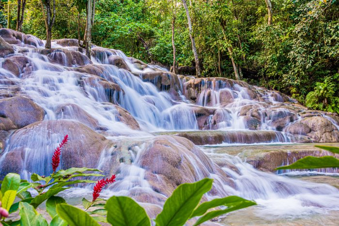 Dunn's River Falls (waterval) in Jamaica