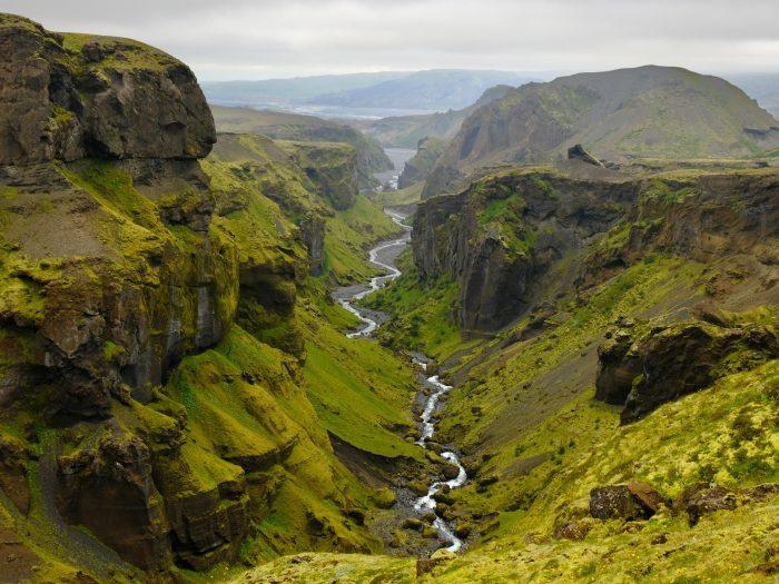 Fimmvörðuháls Hike in IJsland