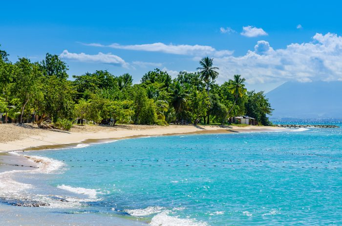 Golden Beach (strand) op Grande-Terre in Guadeloupe