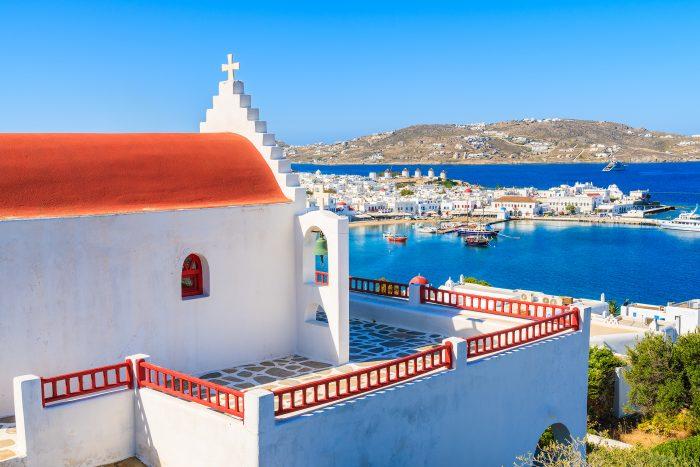 Griekse kerk met uitzicht op Mykonos