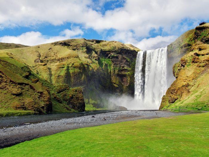 Hoe de Skogafoss Waterval Bezoeken in IJsland