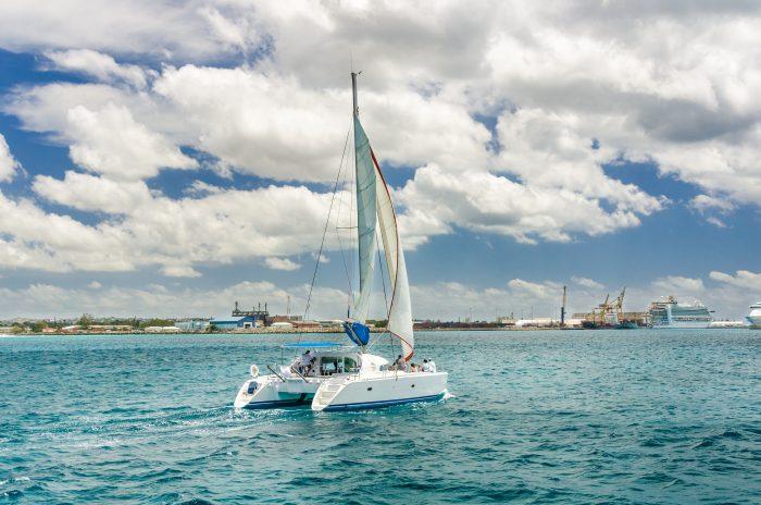 Jacht op de kust van Barbados