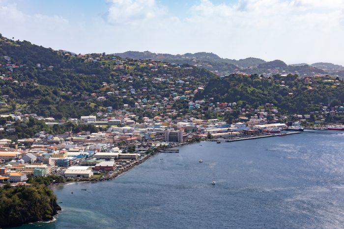 Uitzicht op Kingstown op Saint Vincent en de Grenadines vanaf Fort Charlotte