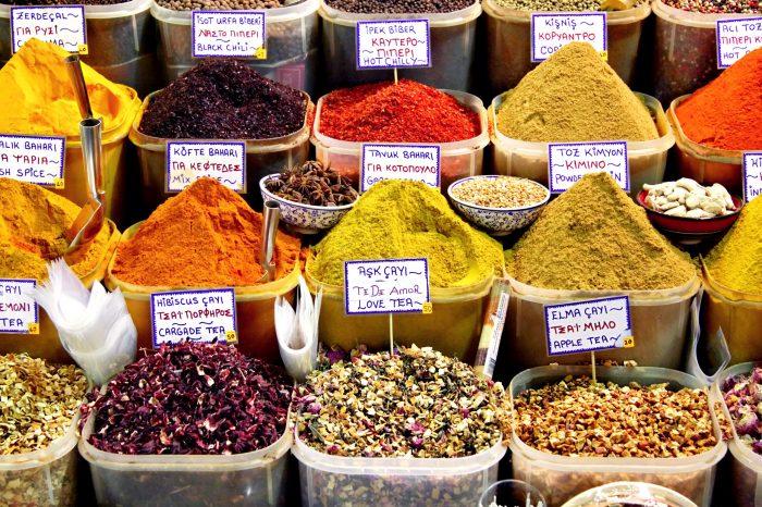 Kruiden op de markt in Istanbul