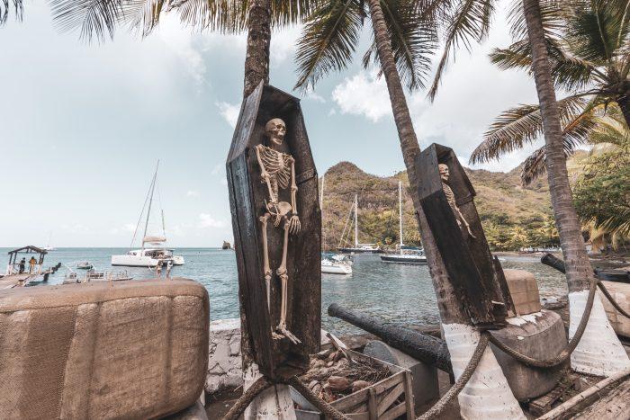 Pirates of the Caribbean bij Wallilabou bay op Saint Vincent en de Grenadines