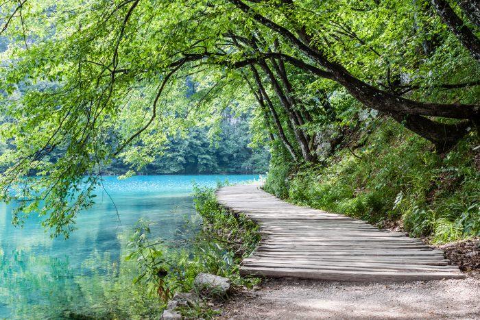 Promenade rechts bij Plitvicemeren