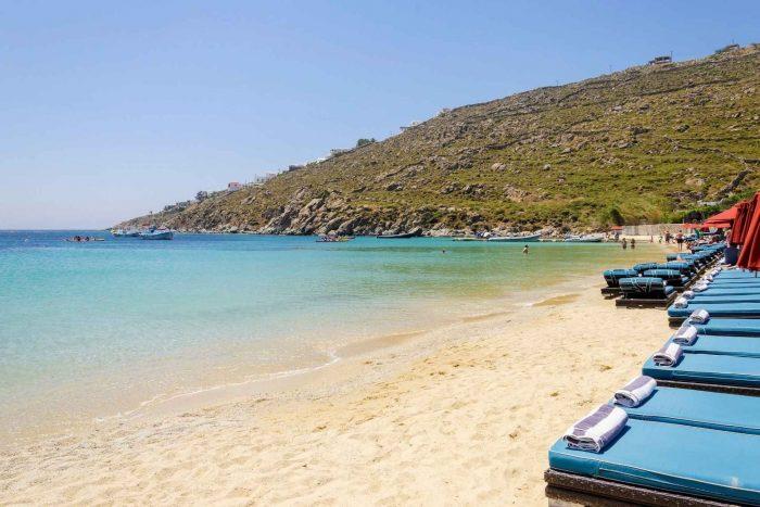 Psarou Beach op Mykonos eiland