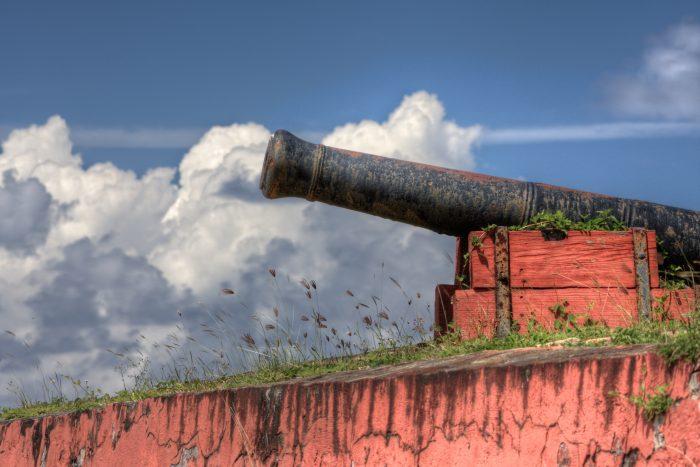Roodgeverfd Kanon op Saint Croix