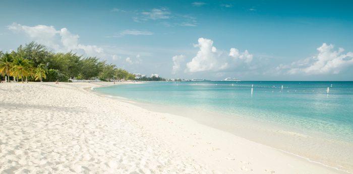 Seven Mile Beach op Grand Cayman in de Kaaimaneilanden