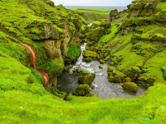 Skoga Rivier door Groene Canyons