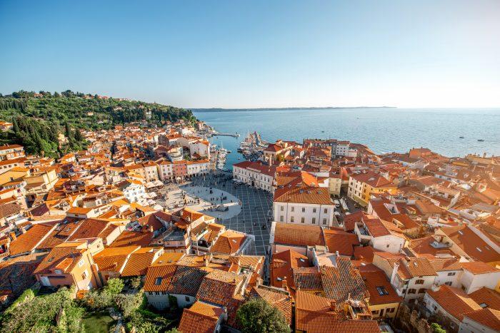 Uitzicht over het Tartiniplein in Piran vanaf de klokkentoren