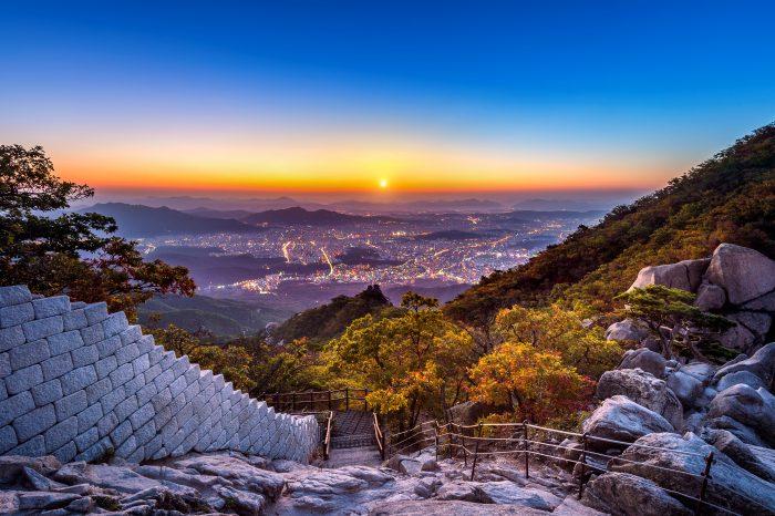 Uitzicht over Seoul vanaf Bukhansan National Park