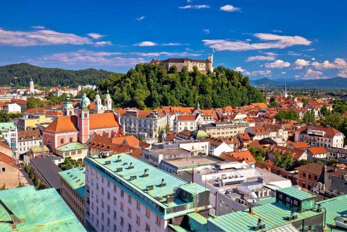 Uitzicht vanaf de Neboticnik wolkenkrabber in Ljubljana