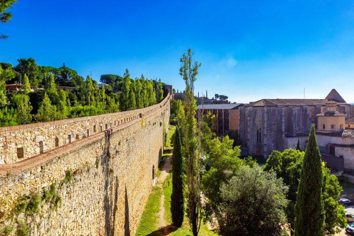 Uitzicht vanaf stadsmuren in Girona