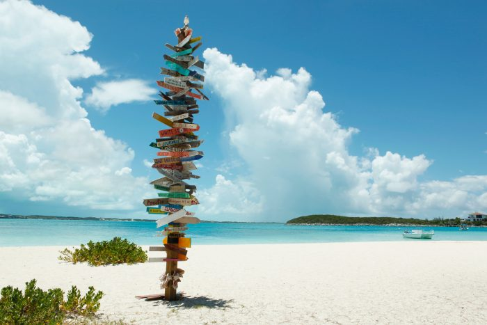 Wit strand op Stocking Island op de Bahama's