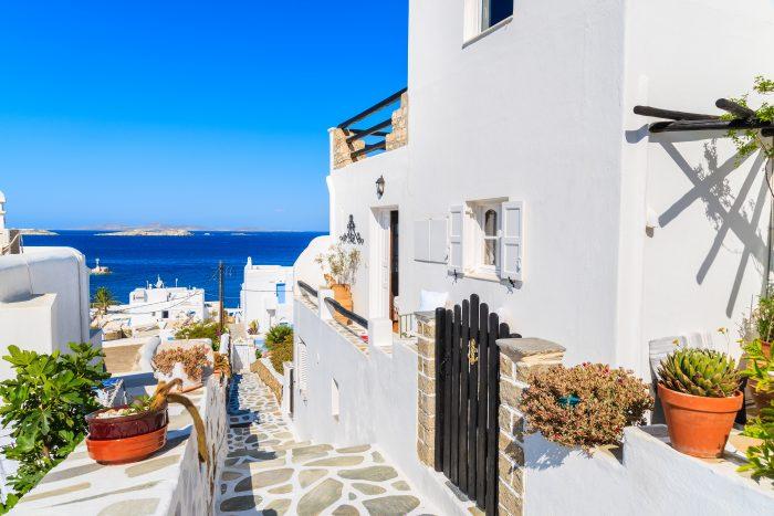 Witte straten door Mykonos
