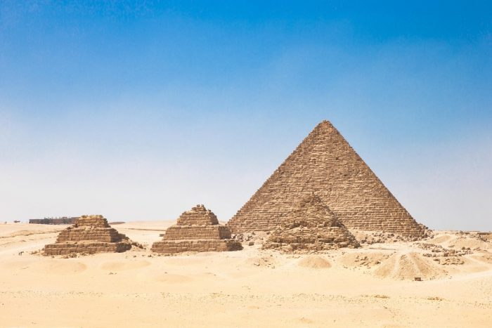 Drie kleine piramides aan oostkant Piramide van Cheops