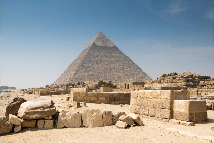 Piramide van Khafre en ruïnes van de Westelijke begraafplaats