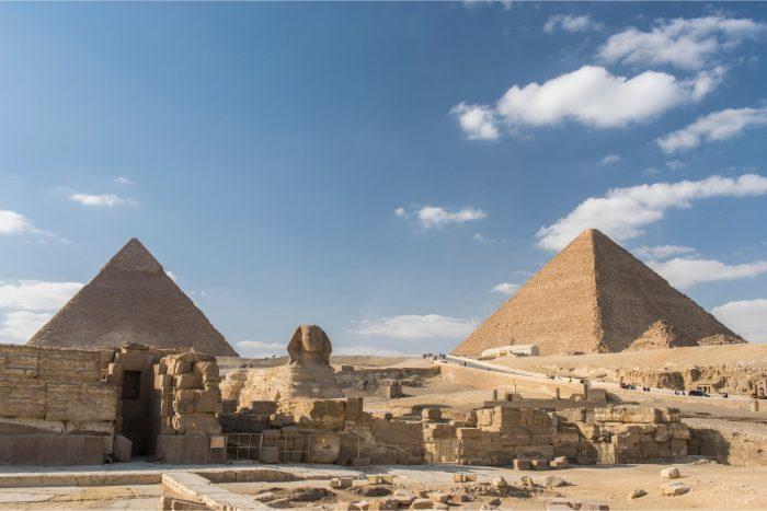 Sfinx en ruïnes bij de Piramides van Gizeh
