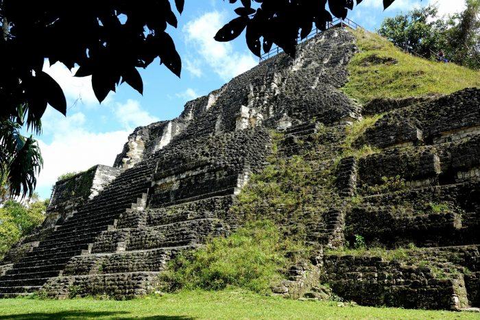 Tikal van onder gezien