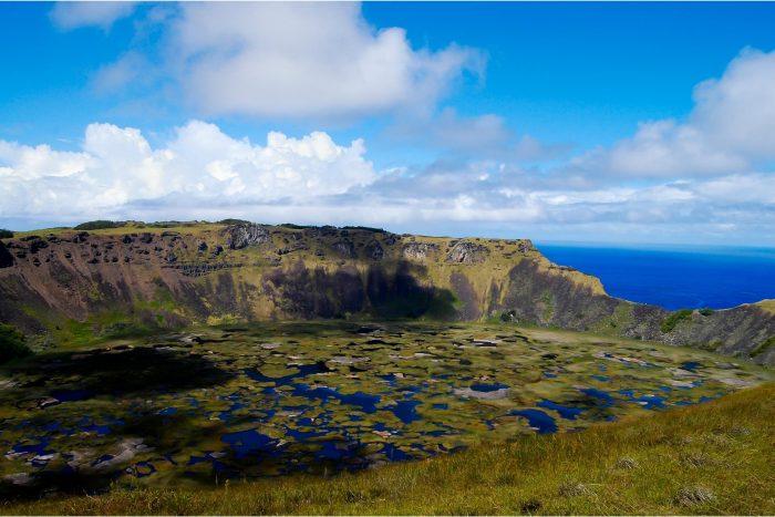 Krater Meer van Rano Raraku op Paaseiland (Rapa Nui)