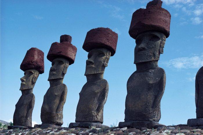 Moai met hoeden op Paaseiland