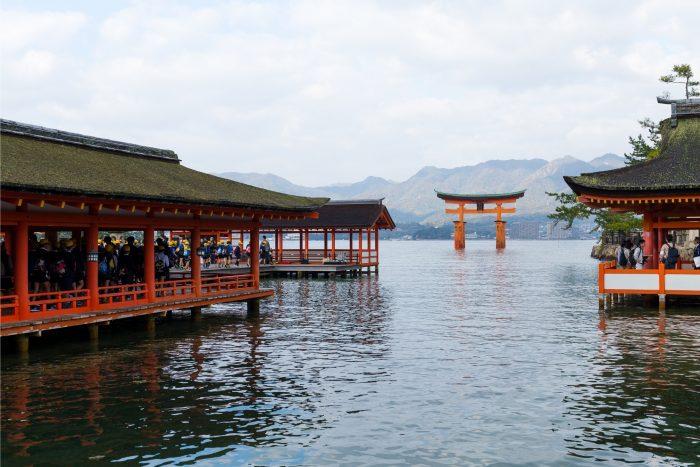 Torii Poort bij de Itsukushima-schrijn in Miyajima