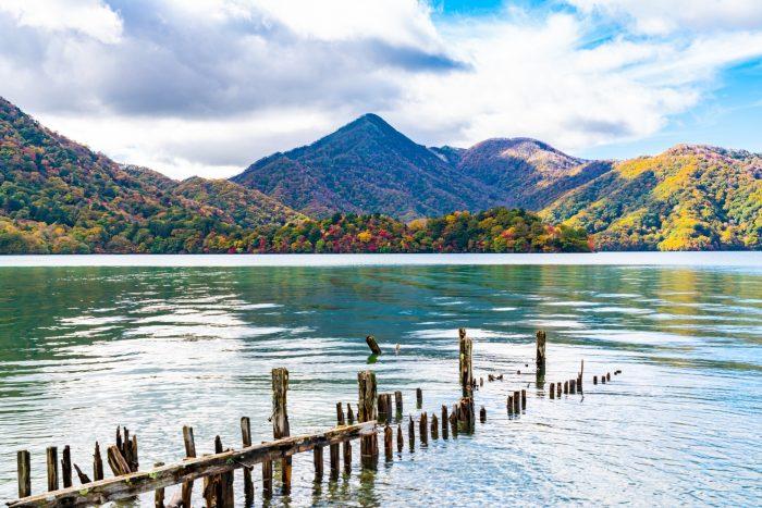 Chuzenji Meer uitzicht met herfstkleuren
