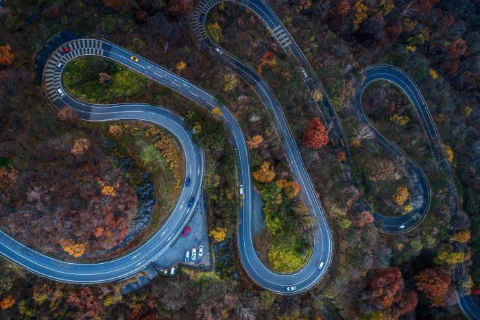 De Kronkelende weg van Irohazaka in Nikko