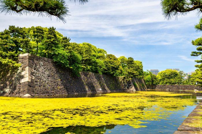 Gracht bij het Keizerlijke Paleis in Tokyo