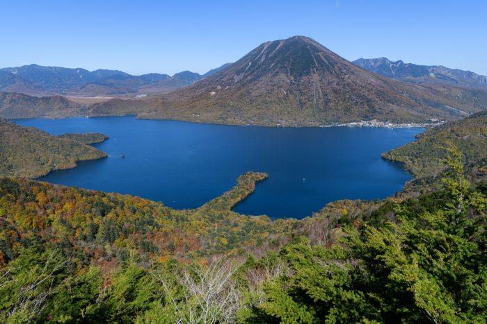 Uitzicht op de berg Nantai en Chuzenji Meer