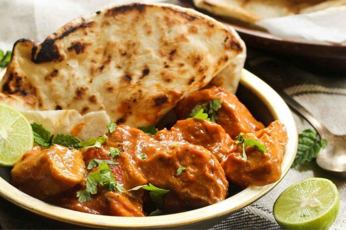 Indiaas Eten & Gerechten - Boterkip met naan brood