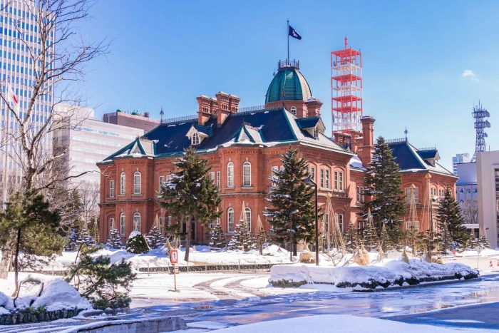 Voormalig regeringskantoor van Hokkaido in de sneeuw