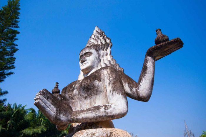 Beeld van Manasa in het Boeddhapark (Xieng Khuan)