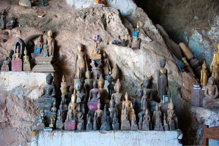 Boeddha beeldjes in de Pak Ou grotten bij Luang Prabang