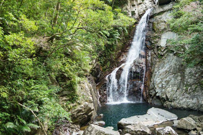 De Hiji waterval op Okinawa eiland