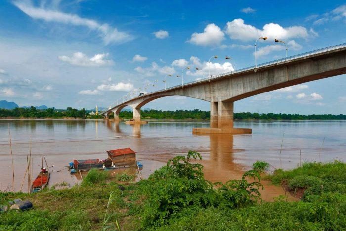 De brug die Thakhek en Nakhon Phanom verbindt