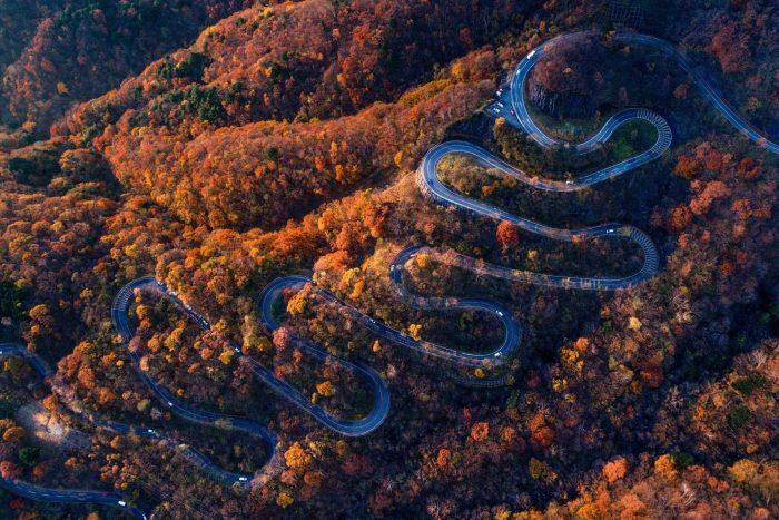 De kronkelende weg bij Nikko