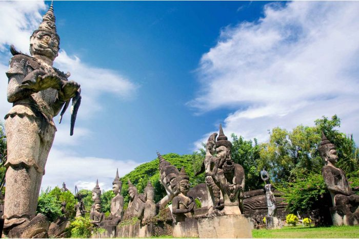 De reus in Boeddhapark (Xieng Khuan)