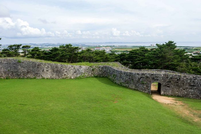Muren van het Zakimi kasteel op Okinawa