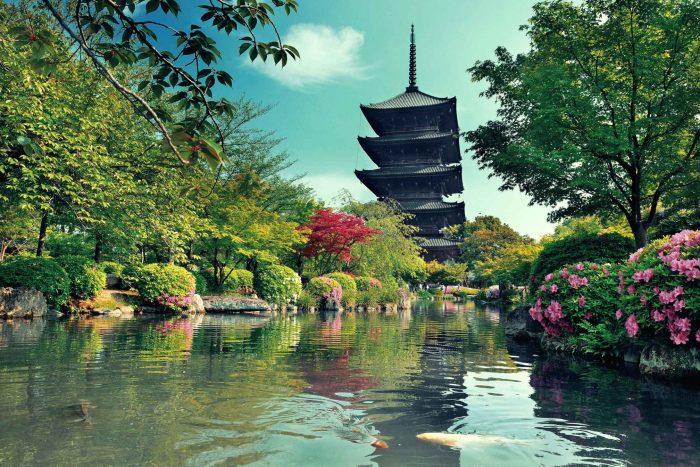 Prachtig park met pagode in Kyoto
