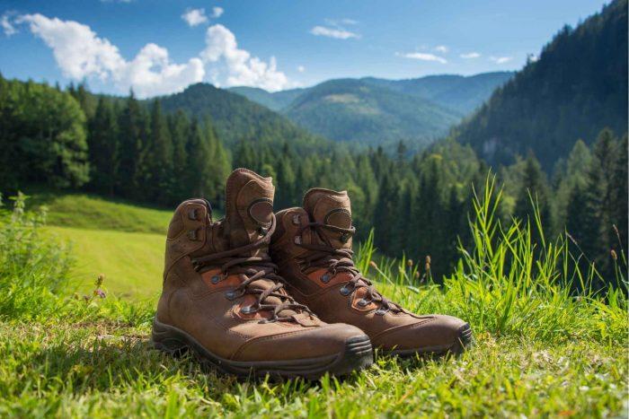 Stevige wandelschoenen in de natuur