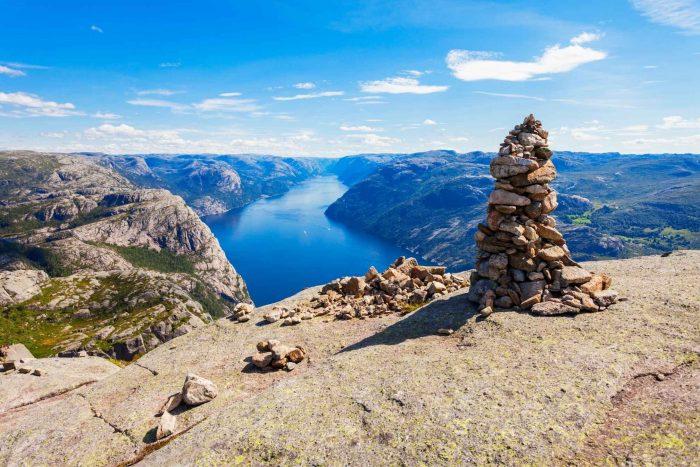 Uitzicht over de rivier en Noorwegen vanaf Preikestolen