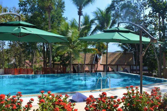 Zwembad bij het Mekong Riverview Hotel