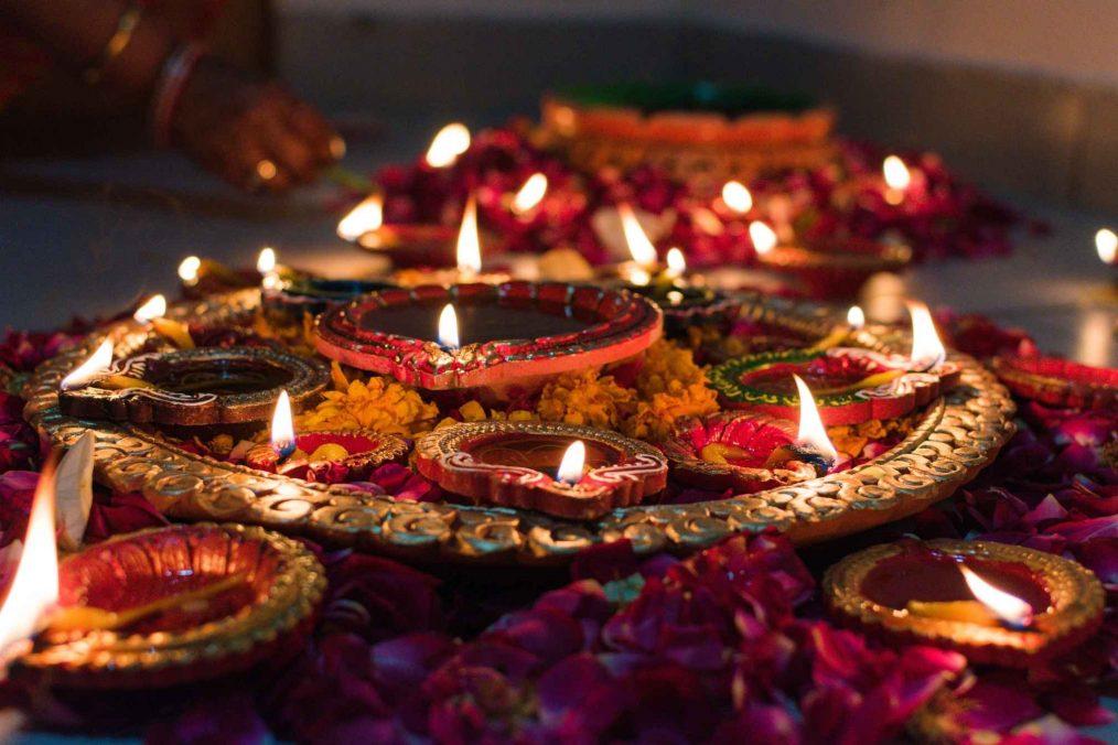 Brandende kaarsen tijdens Diwali festival in India