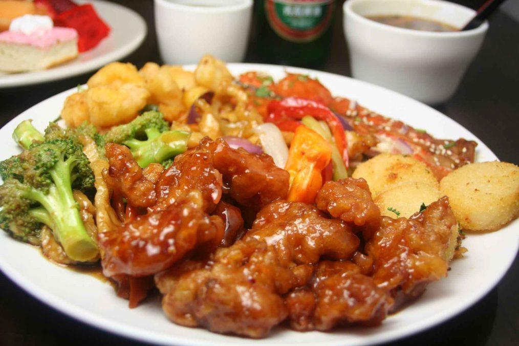 Chinees eten - Gerecht met vlees en groenten